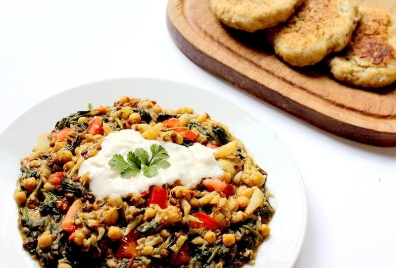 recept linzencurry met bloemkool, spinazie en kikkererwten