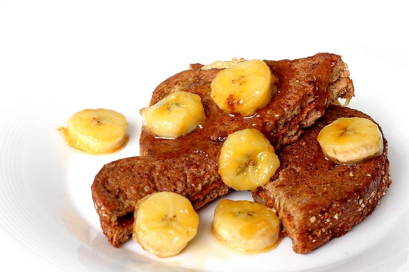 Recept pindakaaswentelteefjes met gekarameliseerde banaan