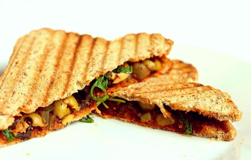 Recept vegan tosti zonder kaas met tapenade